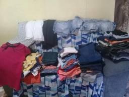 Loto de roupas usada so vendo tudo 1real tem 60 peça