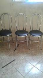 Vendo 3 cadeiras e pé de mesa