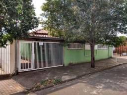 Casa com 3 dorm em Cosmópolis-SP, aceita carro ou terreno como parte de pagto. (CA0136)