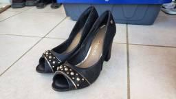 Par de sapatos com salto Dakota