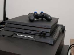 Playstation 4 PRO - Modelo Americano, pouco tempo de uso