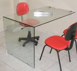 Mesa em L de vidro