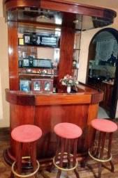 Bar em mogno espelhado