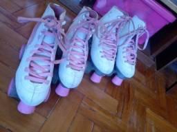 Vendo dois pares de patins retrô