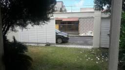 JR33/ ALUGO / Casa na Fialho 3qtos