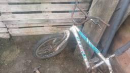 Vendo essa bicicleta de manobra GTS 2B r$ 200 precisando de reparo