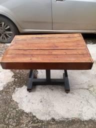 Mesinha de madeira