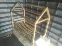 Mini cama montessoriana com escorregador