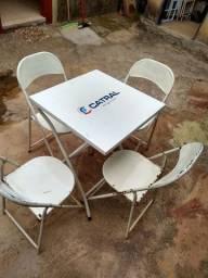 Jogo de cadeira e mesa catral.