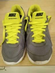 Tenis Nike Revolution 2 calça número 35