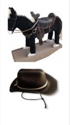 Cavalinho de balanço Super Luxo King + chapéu