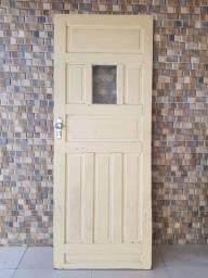 Uma porta e uma janela