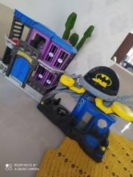 Vendo laboratório e prisão Batman