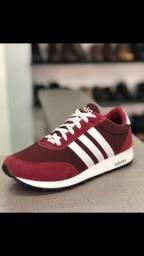 Tênis Adidas vermelho listras brancas - Novo