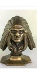 Antigo busto de Guerreiro Indígena