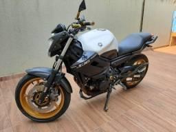 Yamaha XJ6 top