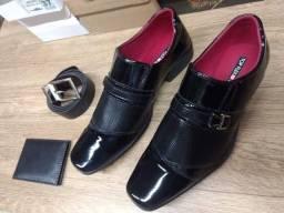 Sapato social preto com carteira e cinto
