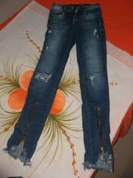 3 calças jeans femininas e uma mascolina