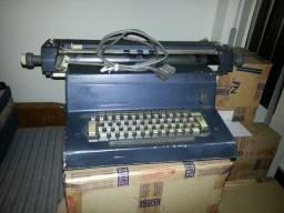 Maquina de Escrever Eletrica Olivetti Funcionando