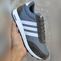 Tênis Adidas Cinza com branco