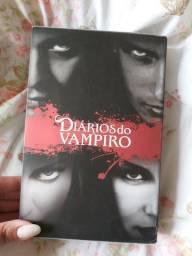 Box de livros da coleção Diários do Vampiro