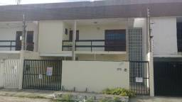 Excelente casa na Ponta Verde próximo ao colégio COC