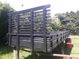 Carroceria de madeira medida 5,30 x 2,20