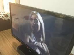Vendo TV da LG bem nova com uma boa polegada