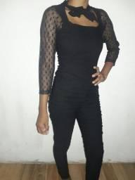 Macacão Bergamin preto com mangas de renda longas