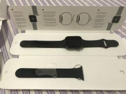 Apple Watch Series 4 Cellular + GPS, 44 mm, Aço Inoxidável Prata, Pulseira Esportiva Preta