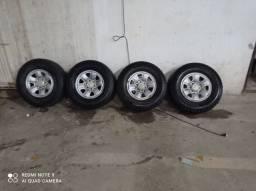 Jogo de roda de Hilux com pneu