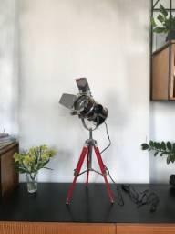 Luminária Westwing Tripé - Rama (estilo holofote)