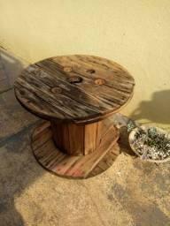 Carretel de madeira velho para reforma