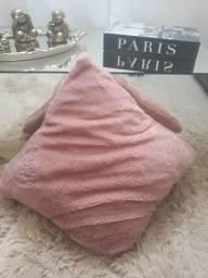 almofada peludinha rosa nude 12,00