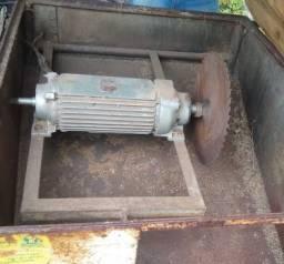 Motor com serra marca WEG