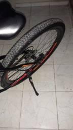 Bike aro 29 quadro de alumínio peças Shimano pneus novos tudo novo pois mau eu usava ela