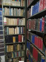 Biblioteca à venda!