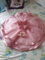 Vestido de festa luxo feito em  tule de noiva mais uma tiara e uma sapatilha dourada