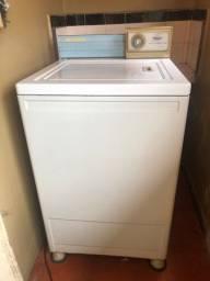 Máquina de lavar vintage em perfeito estado