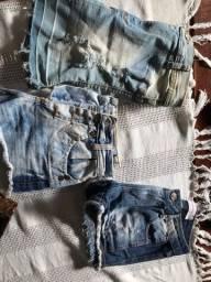 Uma saia e dois shorts jeans