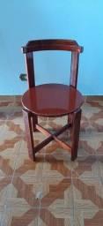 Cadeira em madeira mogno