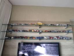 Vendo coleção com 60 miniatura de automóveis