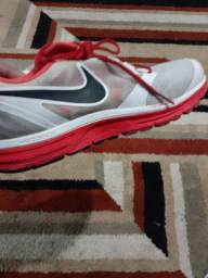 Vendo um Nike 42