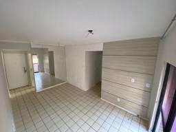 Apartamento na Jatiúca, 2 quartos e varanda, nascente