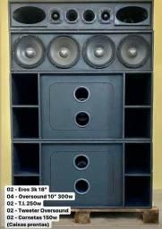 Caixa de som com grave, médio e agudo separado
