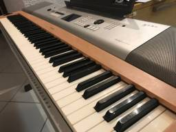 Piano digital Yamaha DGX-630 portable grand