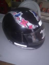 Capacete usado de moto