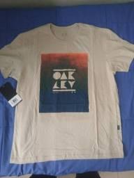 Camiseta Oakley nova sem uso