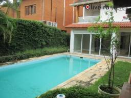 Linda casa com piscina e 4 dormitórios no Residencial 6 em Alphaville