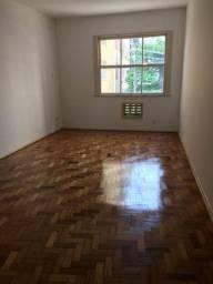 Excelente apartamento na Glória